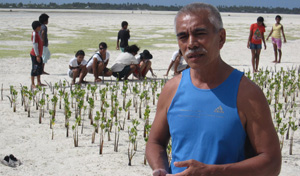 President Anote Tong helps plant mangroves in a KAPII initiative to protect our coastlines.