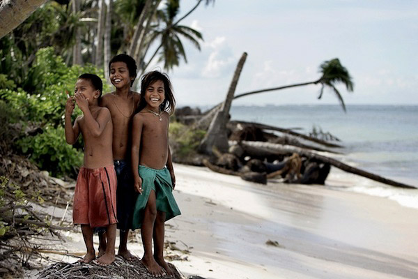 Local IKiribati children face an uncertain future as their islands' capacity to support the population diminishes. Photo: Finn Frandsen, Politiken