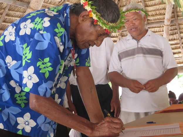 Land owner from Tabonibara, North Tarawa, signs the voluntary land use agreement