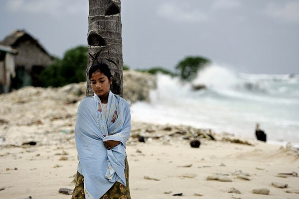 The I-Kiribati people live with the sea regularly threatening their homes, particularly during king tides and storms both occuring with increased frequency.  Photo: Finn Frandsen, Politiken