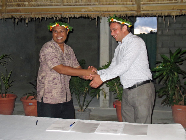 The signing of the Kiribati Road Rehabilitation Project contract between Ministry of Public Works and Utilities secretary Eita Metai and McConnell Dowell construction manager Rory Bishop. Photo: KAPIII